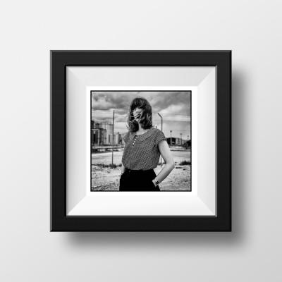 Portrait Carré Noir et Blanc France
